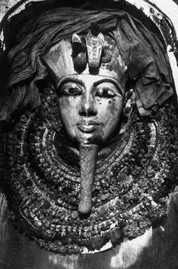 Первая в мире фотография всемирно известного третьего саркофага Тутанхамона.