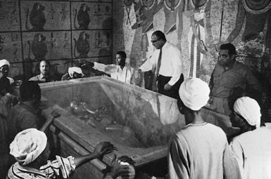 Первое открытие саркофага Тутанхамона.